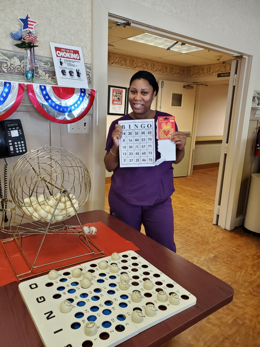 Crest-Pointe-Employee-Survey-Success-Week-July-2-Bingo-Winner-Laronda-CNA