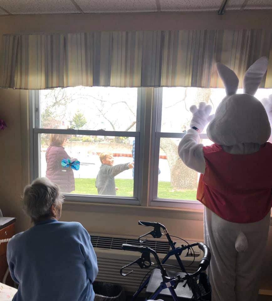 Crest-Pointe-Easter-Bunny-3